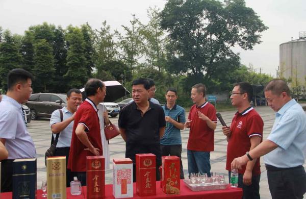 今良造酿酒:汾阳市人大常委会副主任赵武精一行到今良造酿酒调研